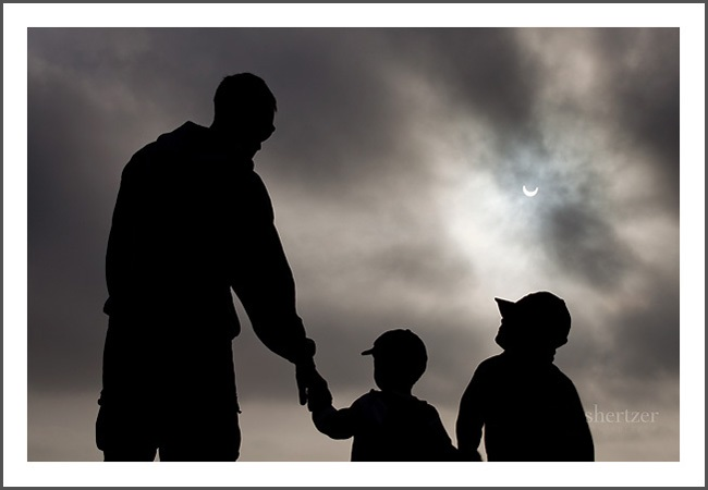 silhouette-family-with-eclipse-1